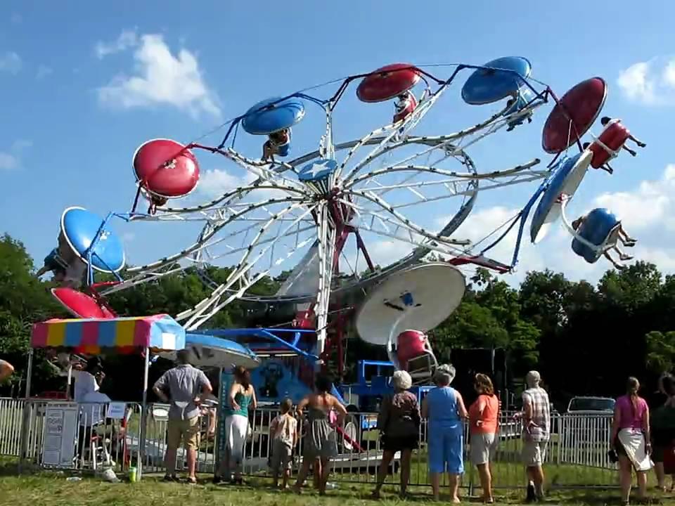 Amusement park umbrella rides